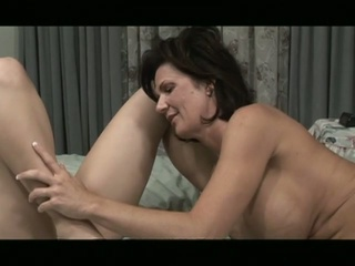 Lesbian milf give young cunt a good and seductive pussy act