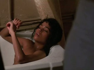 Spectacular Lisa Bonet Shows Her Perky Wobblers in a Hot Scene