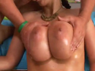 Gianna Michaels gives the most excellent titjobs