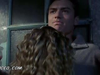 Delicious Playgirl Jennifer Jason Leigh Getting Frisky With Jude Law