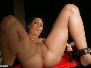 Kathia Nobili let a hot babe stretch legs how moist cunt
