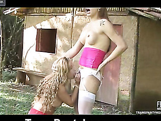 evelyn&julia shemale hose action