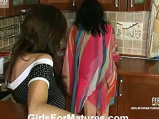 Victoria&Gertie pussyloving mommy on episode