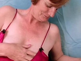 Thick Anilos granny bonks her well seasoned twat with a vibrator