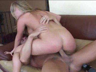 This chab puts a creampie in the sexy blonde